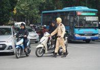 52 hành vi vi phạm của người đi xe máy có thể bị tước giấy phép lái xe