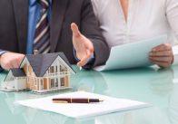 Con đẻ tặng nhà cho bố/con rể tặng nhà cho bố vợ có phải chịu thuế không??