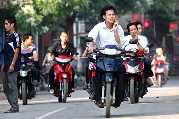 Quy định xử phạt không đội mũ bảo hiểm khi ngồi xe máy