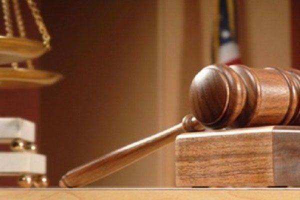 tòa án tạm dừng xét xử