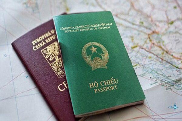 Có hai hộ chiếu thì sử dụng ra sao?